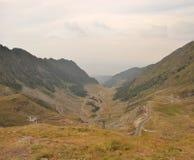 Vista del camino famoso de Transagarasan en Rumania Foto de archivo