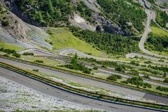 Vista del camino serpentino, Stelvio Pass de Bormio Fotos de archivo