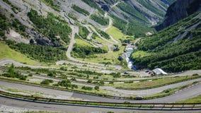 Vista del camino serpentino, Stelvio Pass de Bormio Imagenes de archivo