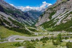 Vista del camino serpentino, Stelvio Pass de Bormio Fotografía de archivo