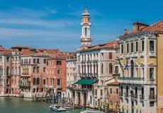 Vista del campanile della chiesa cattolica romana - San Apostoli Fotografia Stock Libera da Diritti