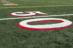 Vista del campo di football americano dal linea delle yard 50 Immagine Stock Libera da Diritti