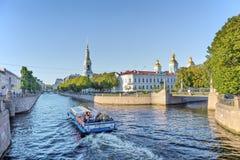 Vista del canal de Griboyedov en el distrito histórico de Kolomna en St Petersburg Imagen de archivo libre de regalías