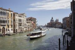 Vista del canal grande del puente de Accademia fotografía de archivo libre de regalías