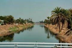 Vista del canale di irrigazione nell'Egitto Fotografia Stock
