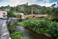 Vista del castello del cataro in Lastours fotografie stock