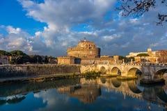 Vista del castello dell'angelo della st, castello rotondo del secolo II immagine stock libera da diritti