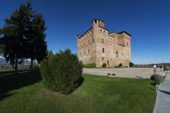 Vista del castello dell'eredità dell'Unesco di Grinzane Cavour fotografia stock