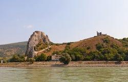Vista del castello di Devin dal Danubio in Slovacchia Fotografia Stock Libera da Diritti