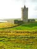 Vista del castello di Doonagore, Irlanda Fotografie Stock