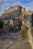 Vista del castello di Edimburgo da Vennel Fotografia Stock Libera da Diritti