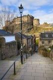Vista del castello di Edimburgo da Vennel Fotografia Stock