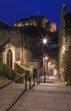 Vista del castello di Edimburgo da Vennel Fotografie Stock Libere da Diritti