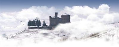 Vista del castello di Grinzane Cavour nell'inverno con neve immagini stock