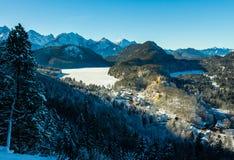 Vista del castello di Hohenschwangau e del lago Alpsee Fotografia Stock Libera da Diritti