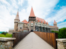 Vista del castello di Huniazi dal ponte Fotografie Stock Libere da Diritti