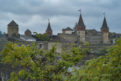 Vista del castello di Kamianets-Podilskyi in Ucraina occidentale Immagine Stock