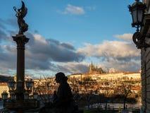 Vista del castello di Praga con il san Vitus Cathedral Fotografie Stock Libere da Diritti