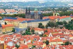 Vista del castello di Praga dalla collina di Petrin a Praga, repubblica Ceca immagine stock libera da diritti