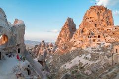 Vista del castello di Uchisar al tramonto La Turchia Fotografia Stock Libera da Diritti