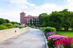 Vista del castello di Wawel con il giardino, Cracovia, Polonia Fotografie Stock