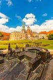 Vista del castello e della cattedrale di Wawel con il giardino, Cracovia, Polonia Fotografia Stock