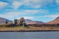 Vista del castillo de Duart del mar imagen de archivo libre de regalías