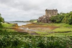 Vista del castillo de Dunvegan en la isla de Skye imagen de archivo