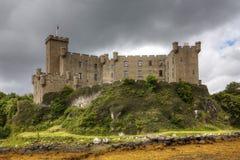 Vista del castillo de Dunvegan, isla de Skye en Escocia imagen de archivo libre de regalías