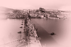 Vista del castillo de Praga sobre Vltava foto de archivo