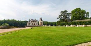 Vista del castillo y de los jardines Fotos de archivo libres de regalías