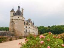Vista del castillo y de los jardines Foto de archivo