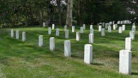 Vista del cementerio nacional de Arlington, Virginia, los E.E.U.U. almacen de metraje de vídeo