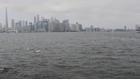 Vista del centro del lago toronto stock footage