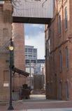 Vista del centro del vicolo e della via Immagine Stock Libera da Diritti