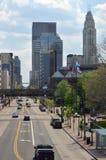 Vista del centro della via della città immagine stock