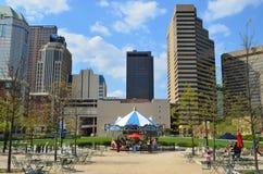 Vista del centro della via della città fotografia stock libera da diritti