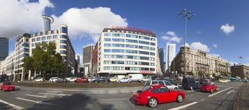 Vista del centro della via vicino alla stazione principale a Francoforte Immagini Stock Libere da Diritti