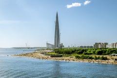 Vista del centro di Lakhta del grattacielo e dell'argine Fotografia Stock