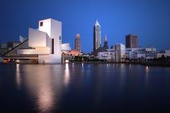 Vista del centro di notte dell'ORIZZONTE di Cleveland Ohio Fotografie Stock Libere da Diritti