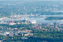 Vista del centro di Oslo da Holmenkolen immagini stock libere da diritti