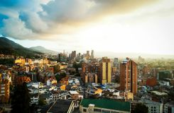 Vista del centro di tramonto di Bogota, Colombia fotografia stock libera da diritti