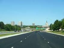 Vista del centro di Tulsa dalla strada principale Immagini Stock