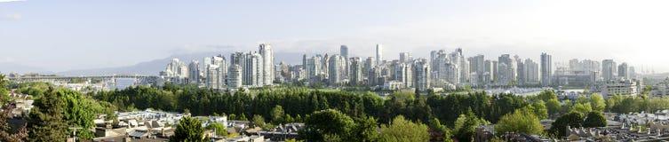 Vista del centro di Vancouver da insenatura falsa Immagine Stock