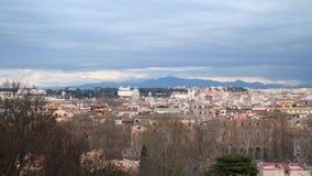 Vista del centro histórico de Roma de la altura de la colina de Janiculum metrajes
