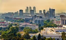 Vista del centro urbano di Skopje immagini stock libere da diritti