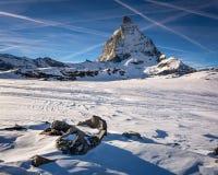 Vista del Cervino un chiaro giorno soleggiato dal pendio dello sci Immagine Stock