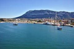 Vista del chalet y del puerto de Denia fotografía de archivo libre de regalías