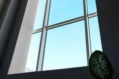 Vista del cielo azul con grande imágenes de archivo libres de regalías