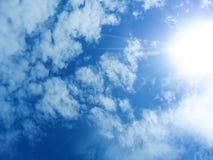 Vista del cielo con il Sun Immagini Stock Libere da Diritti